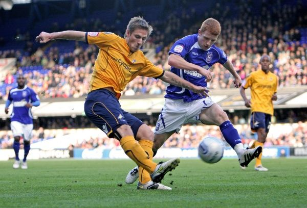 Ipswich Town's Jack Colback (centre right) tussles with Millwall's James Henry (centre left) during the npower Championship match at Portman Road, Ipswich