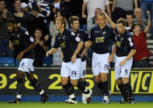 Millwall's Steve Morison (2nd from right) celebrates his penalty spot goal against Middlesbrough