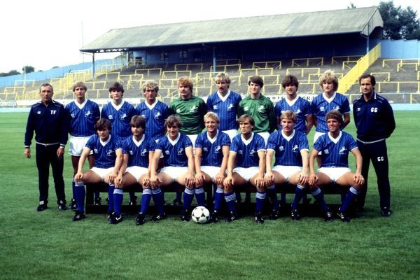 Millwall team group, featuring Manager George Graham (back row, r)
