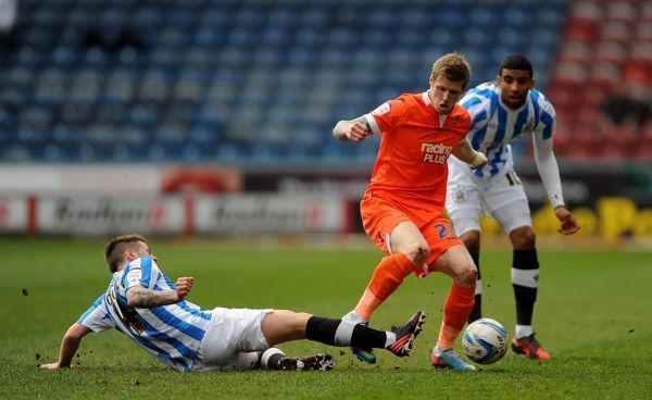 Huddersfield Town's Oliver Norwood (left) tackles Millwall's Andy Keogh (centre) for the ball