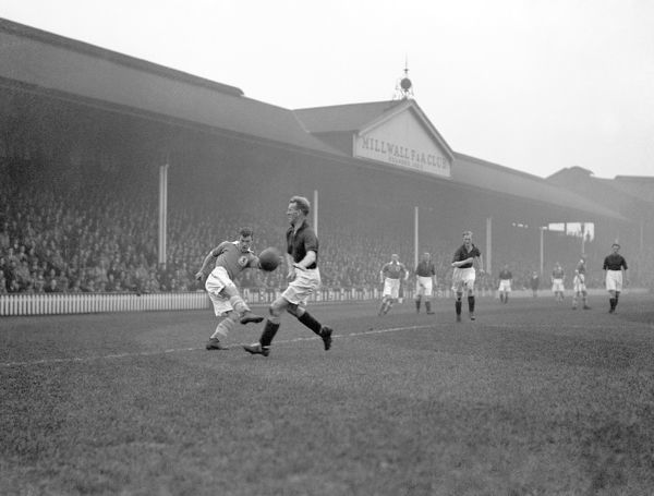 Millwall's Jimmy Richardson (l) tries to put over a cross